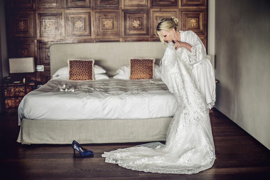 getting ready lake como wedding photographer daniela tanzi