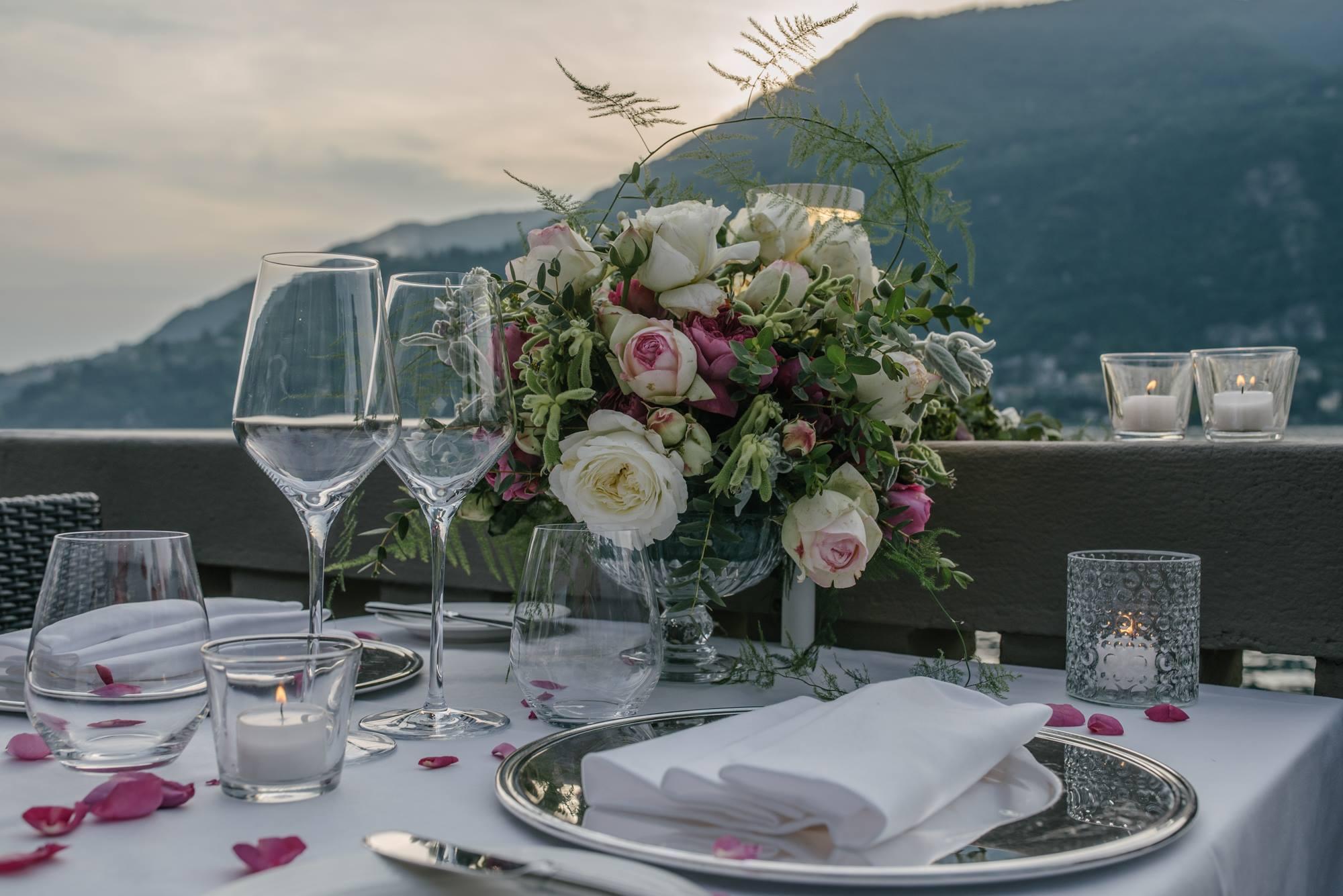 daniela tanzi lake como wedding photographer tables lago di como floral designer